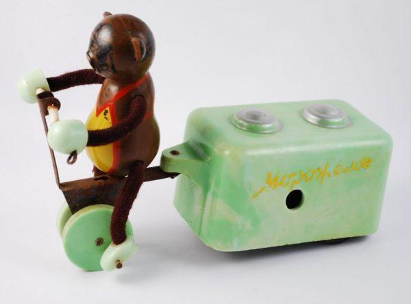 Nõukogude aegne mänguasi - jäätisemüüja