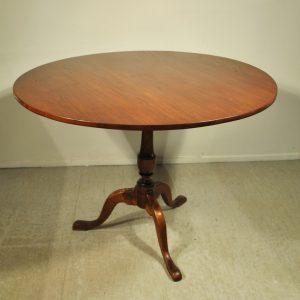Antiikne ümmargune laud