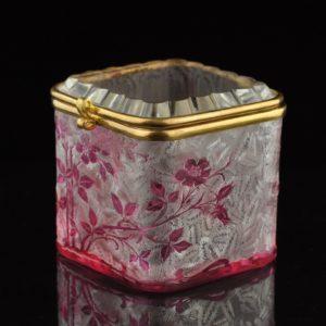 Antiikne XIX saj. klaasist karp