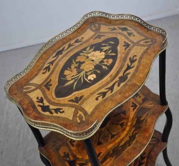 Antiikne intarsiaga väike laud
