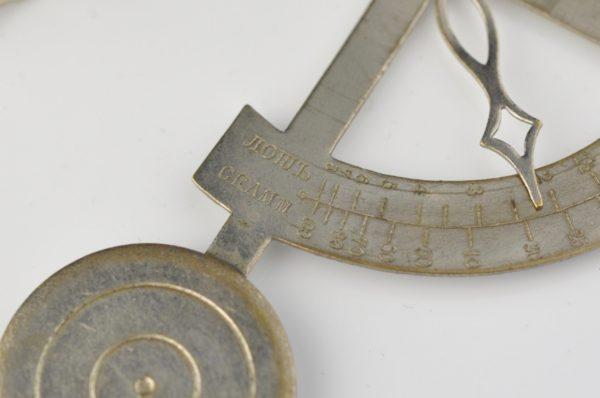 Antique scale, max.100 g