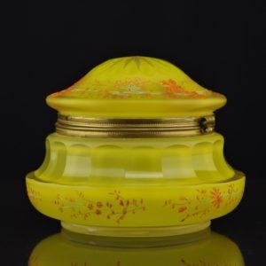 Antiikne klaaskarp, käsimaal
