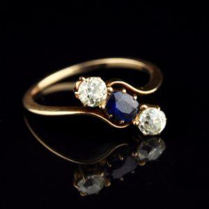 Antiikne kuldsõrmus 56, sinisafiir ja 2 x 0, 2 ct briljanti