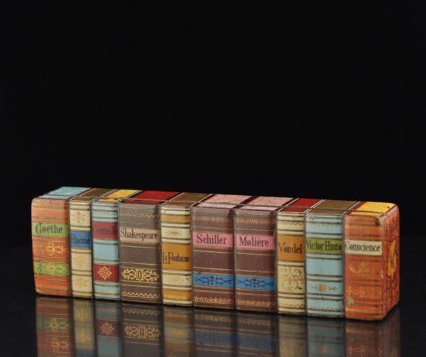 Antiikne markide karp, bakeliit