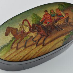 Antiikne pappjeemasjee karp, käsimaal