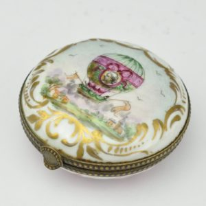 Antique porcelain box with handwriting of the 20th century