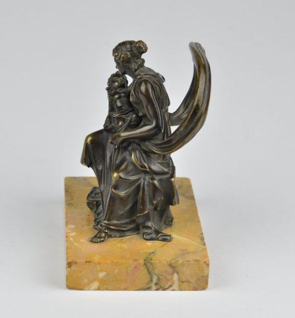 Antiikne pronksfiguur - Naine lapsega