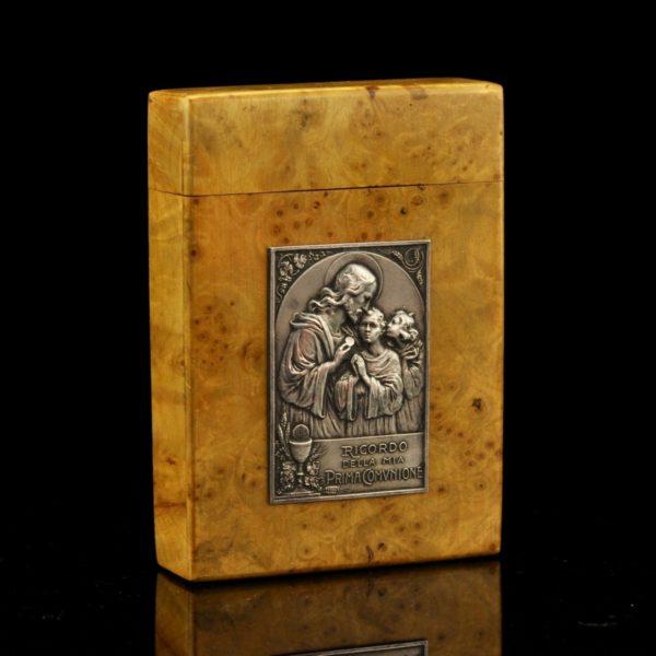 Antiikne sakraalne karp - karjala kask