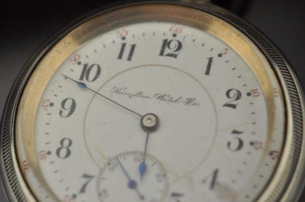 Antiikne uur rongi pildiga - Hamilton