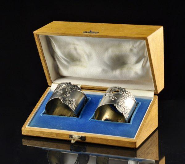 Antiiksed Tsaari-Vene hõbe 84 salvrätiku rõngad antiikses puitkarbis