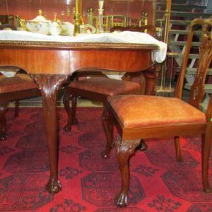 Chippendale stiilis laud ja 3 nahaga tooli