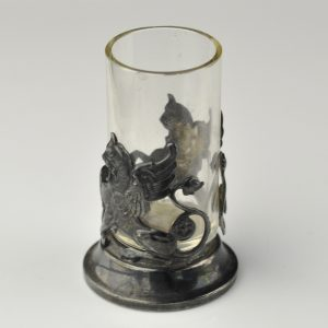 Väike klaas, metall ümbris