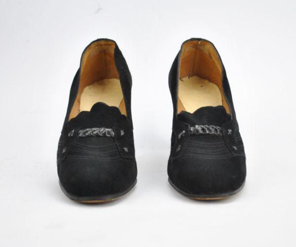 EW aegsed mustad kingad