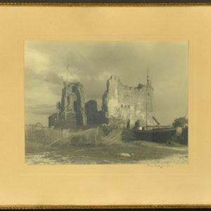 """Foto Toolse ordulinnus"""" autor Carl Sarap 1937"""""""
