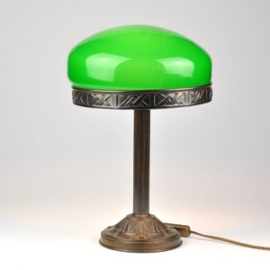 The Art Nouveau-style table lamp green dome