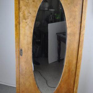 Juugendstiilis peegliga pesukapp
