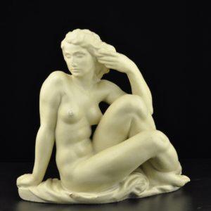 "Keraamiline kuju Istuv naine"" defektiga"""