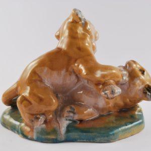 Keraamiline lõvikutsikate figuur