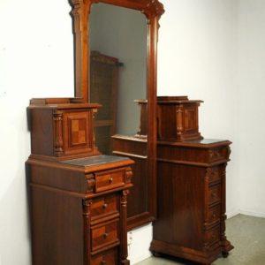 Klassitsistlik buduaari peegel