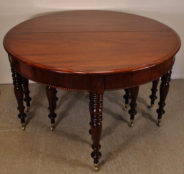 Klassitsistlik lahtikäiv laud