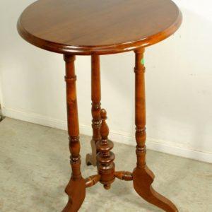 Klassitsistlik väike lauake