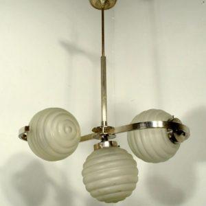 Kolme kupliga Art Deco stiilis laelamp