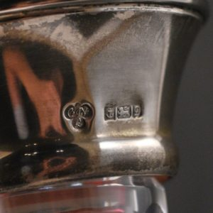 Kristall karahvin hõbeäärega