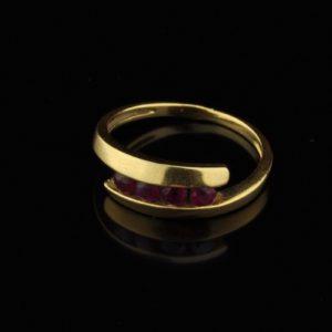 Kuldsõrmus 750 rubiinid