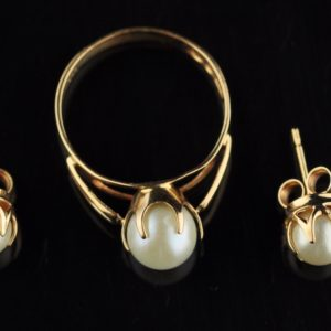 Gold 585 earrings and ring, pearl