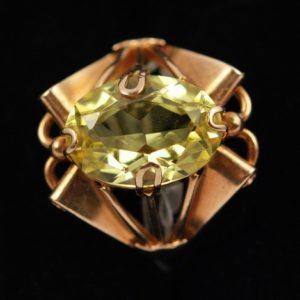 Kullast sõrmus 583 prooviga - topaasiga