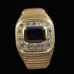 Kullast sõrmus 585 prooviga - safiiriga