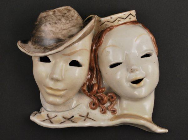 Läti keraamiline plaat - mehe ja naise maskid