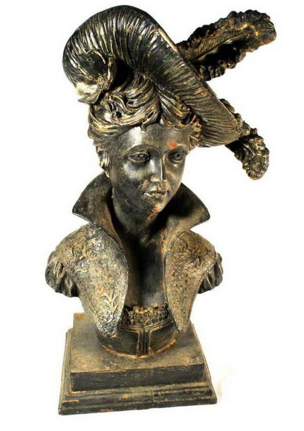 Naise skulptuur rauavalust