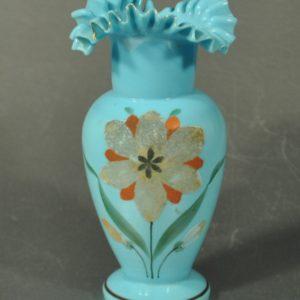 Pitsilise servaga sinisest klaasist vaas BRONEERITUD