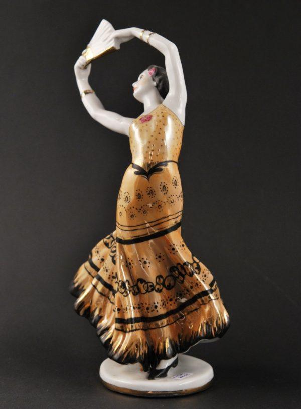 Portselan LFZ figuur Balleriin lehvikuga