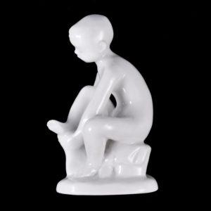 Portselan figuur - väike poiss