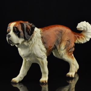 The shape of a porcelain dog is Bernhardine in German