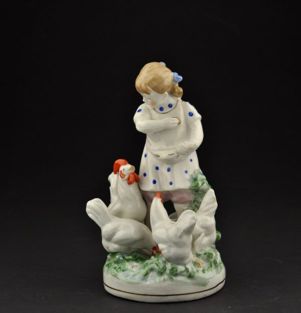 Porcelain shape Girl with chickens Dulevo