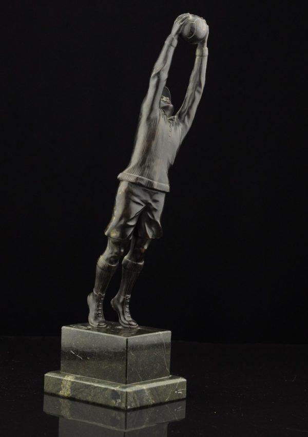 "Pronkskuju kivialusel Jalgpallur"" 1920a"""
