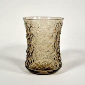 Pruunikast klaasist vaas