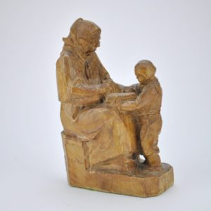 Wooden statue The grandmother and child reading a book '