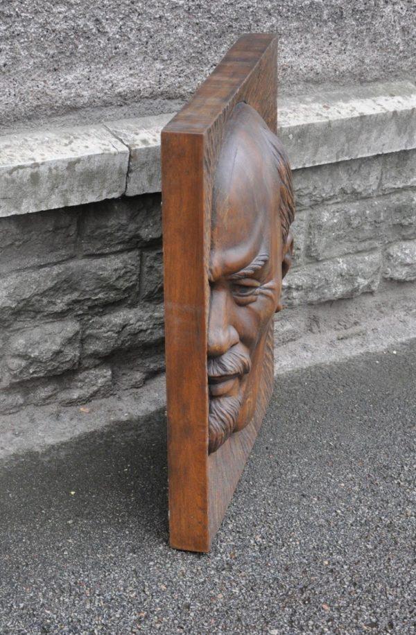 """Puidust seinaplaat """"Lenin"""" G.Markelov 1983a"""
