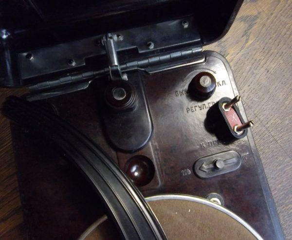Vana elektri grammofon bakeliit korpusega