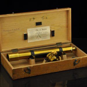 Vanaaegne geodeesia instrument