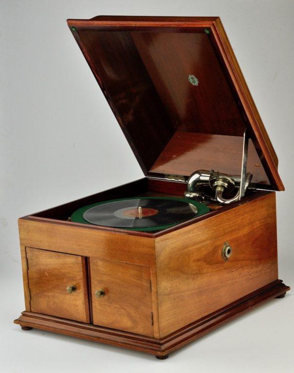 Vanaaegne grammofon