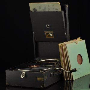 """Vanaaegne grammofon Master's Voice"""" +11 plaati MÜÜDUD"""""""