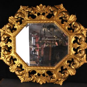 Vanaaegne kuldses raamis peegel
