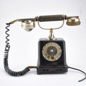 Vanaaegne lauatelefon Tartu