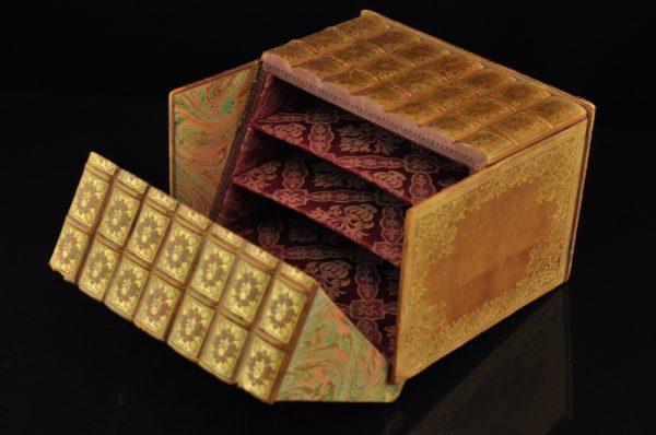 """Vanaaegne nahast karp Raamatud"""""""""""