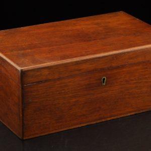 Vanaaegne puidust karp